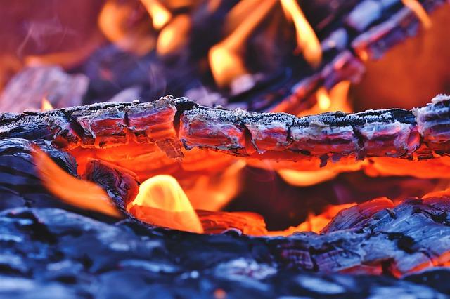 szum palącego się drewna do usypiania niemowląt