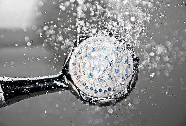 biały szum woda z prysznica