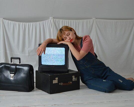 szum telewizora do usypiania