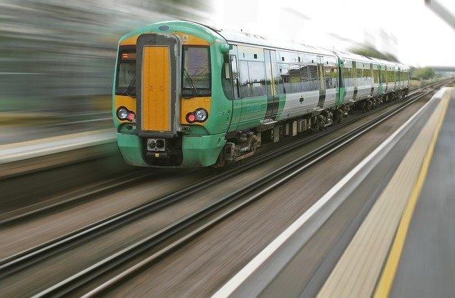 szum mechaniczny pociągu do zasypiania