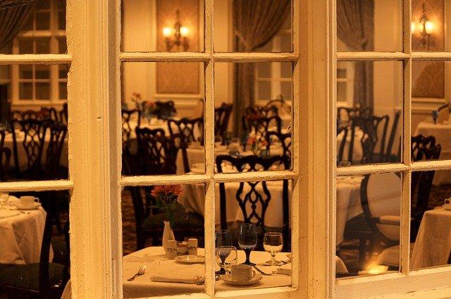 odgłosy wnętrza restauracji jako biały szum