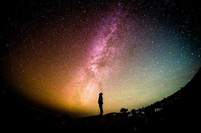 biały szum przestrzeni kosmicznej do snu